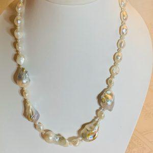 Halsband av barockpärlor och små odlade sötvattenspärlor